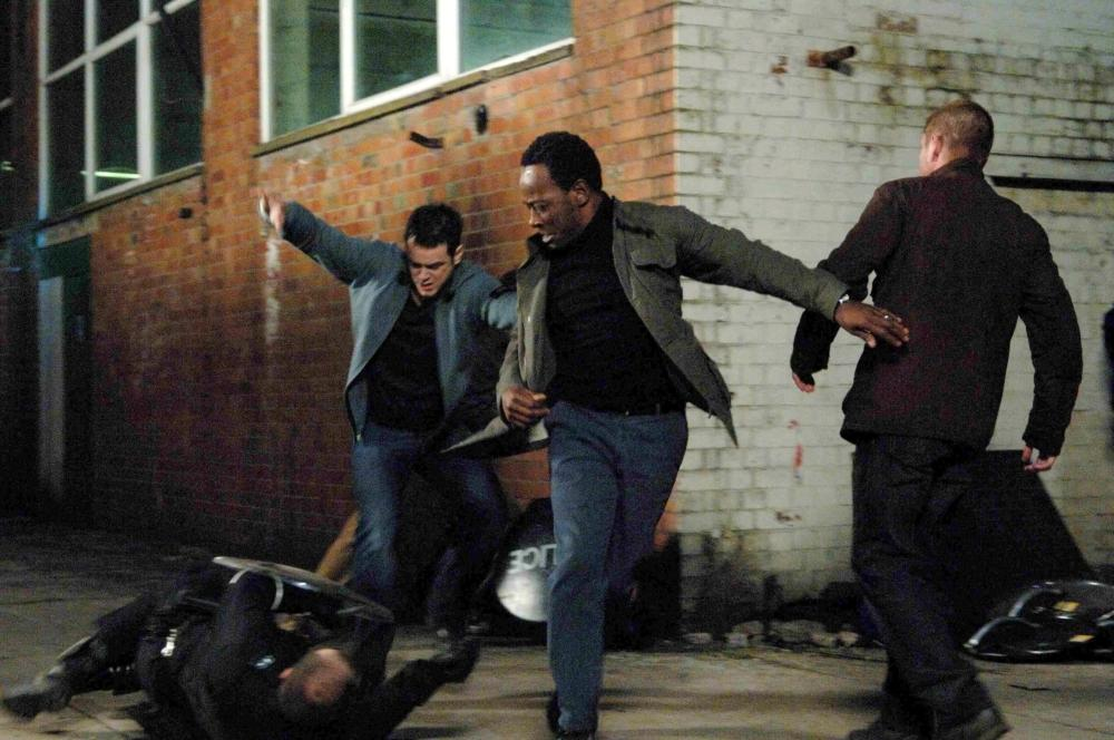 OUTLAW, (l-r, all standing), Danny Dyer, Lennie James, Sean Bean, 2007. ©Magnolia Pictures