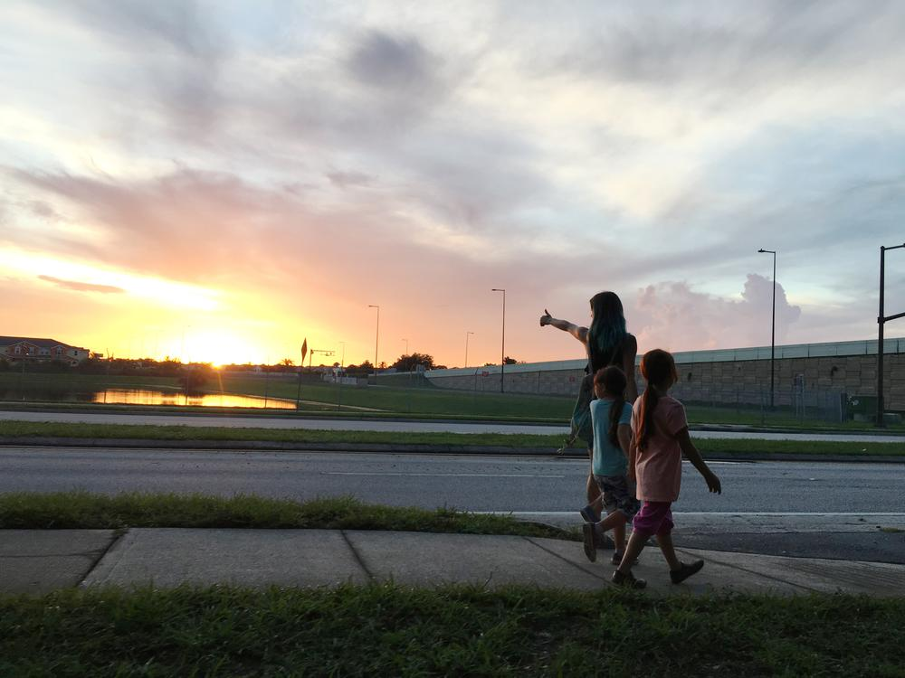 THE FLORIDA PROJECT, FROM LEFT: BRIA VINAITE, BROOKLYNN PRINCE, VALERIA COTTO, 2017. PH: MARC SCHMIDT/©A24