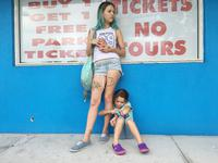 THE FLORIDA PROJECT, FROM LEFT: BRIA VINAITE, BROOKLYNN PRINCE, 2017. PH: MARC SCHMIDT/©A24