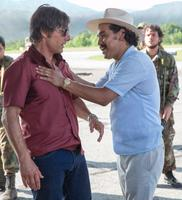 AMERICAN MADE, FROM LEFT, TOM CRUISE, ALEJANDRO EDDA, 2017. PH: DAVID JAMES. ©UNIVERSAL