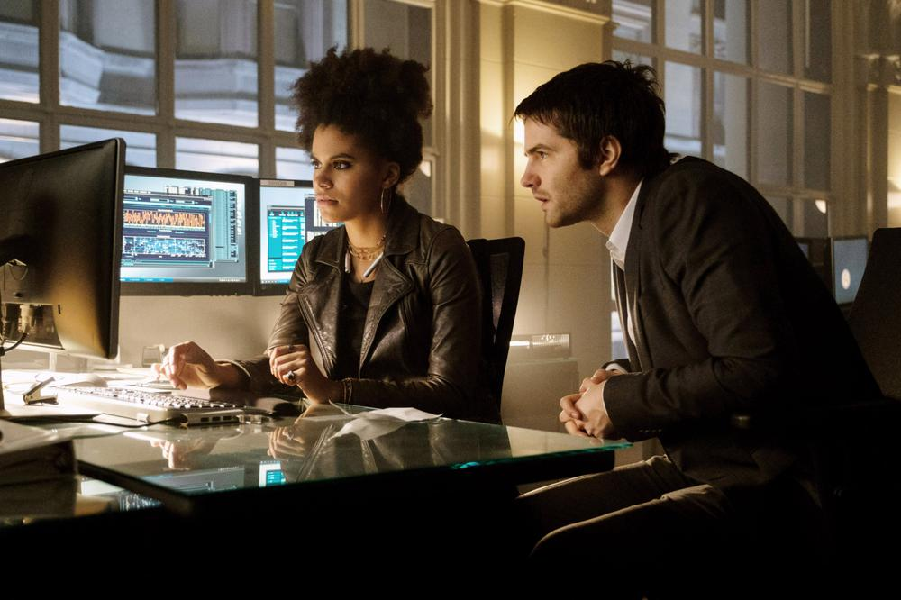 GEOSTORM, FROM LEFT: ZAZIE BEETZ, JIM STURGESS, 2017. PH: BEN ROTHSTEIN/© WARNER BROS.