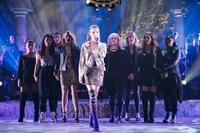 PITCH PERFECT 3, L-R: CHRISSIE FIT, HANA MAE LEE, ANNA CAMP, ANNA KENDRICK, REBEL WILSON, BRITTANY SNOW, KELLEY JAKLE, ESTER DEAN, 2017. PH: QUANTRELL D. COLBERT/©UNIVERSAL PICTURES