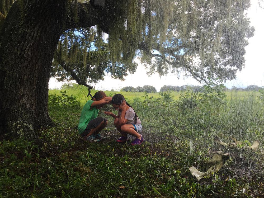 THE FLORIDA PROJECT, L-R: BROOKLYNN PRINCE, VALERIA COTTO, 2017. PH: MARC SCHMIDT/©A24