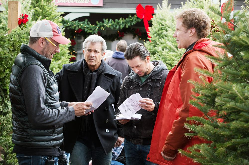 DADDY'S HOME 2, L-R: DIRECTOR SEAN ANDERS, MEL GIBSON, MARK WAHLBERG, WILL FERRELL, 2017. PH: CLAIRE FOLGER/©PARAMOUNT PICTURES