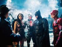 JUSTICE LEAGUE, FROM LEFT: J.K. SIMMONS, GAL GADOT AS WONDER WOMAN, RAY FISHER AS CYBORG, BEN AFFLECK AS BATMAN, EZRA MILLER AS THE FLASH, 2017. © WARNER BROS. PICTURES