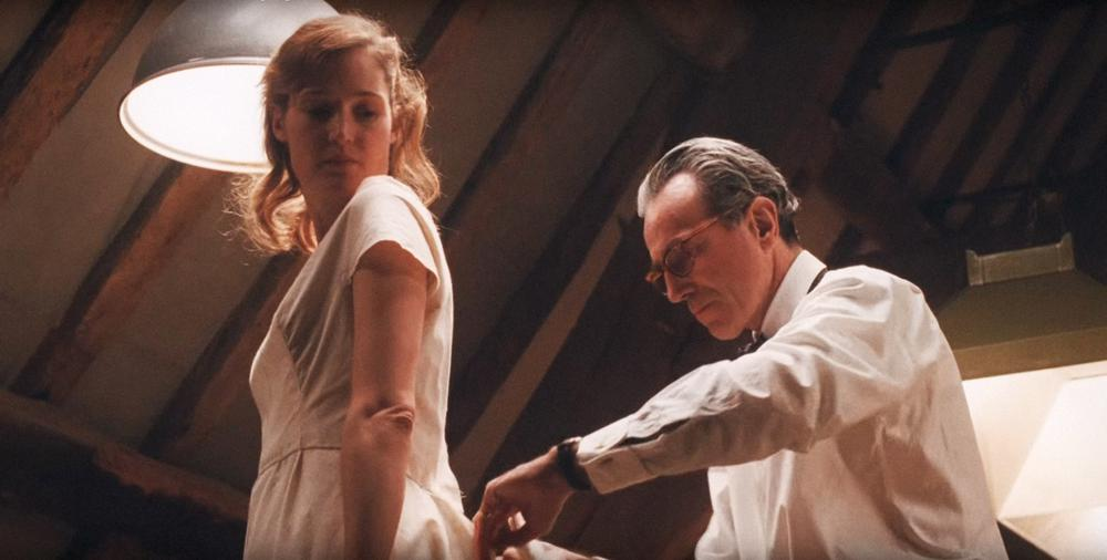 PHANTOM THREAD, FROM LEFT: CAMILLA RUTHERFORD, DANIEL DAY-LEWIS, 2017. © FOCUS FEATURES