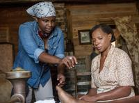 MUDBOUND, FROM LEFT: DIRECTOR DEE REES, MARY J. BLIGE ON SET, 2017. PH: STEVE DIETL. ©NETFLIX