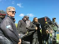 A WRINKLE IN TIME, CINEMATOGRAPHER TOBIAS A. SCHLIESSLER (CENTER LEFT), DIRECTOR AVA DUVERNAY (CENTER RIGHT), ON SET, 2018. PH: ATSUSHI NISHIJIMA/© WALT DISNEY STUDIOS MOTION PICTURES