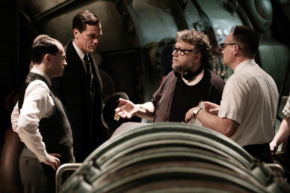 THE SHAPE OF WATER, MICHAEL SHANNON (CENTER LEFT), DIRECTOR GUILLERMO DEL TORO (BEARD), DAVID HEWLETT (RIGHT), ON SET, 2017. PH: KERRY HAYES/TM & © FOX SEARCHLIGHT PICTURES. ALL RIGHTS RESERVED.