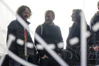 STAR WARS: THE LAST JEDI, FROM LEFT: PRODUCER RAM BERGMAN, DIRECTOR RIAN JOHNSON, PRODUCER KATHLEEN KENNEDY, ON SET, 2017. PH: DAVID JAMES/© WALT DISNEY STUDIOS MOTION PICTURES/LUCASFILM LTD.
