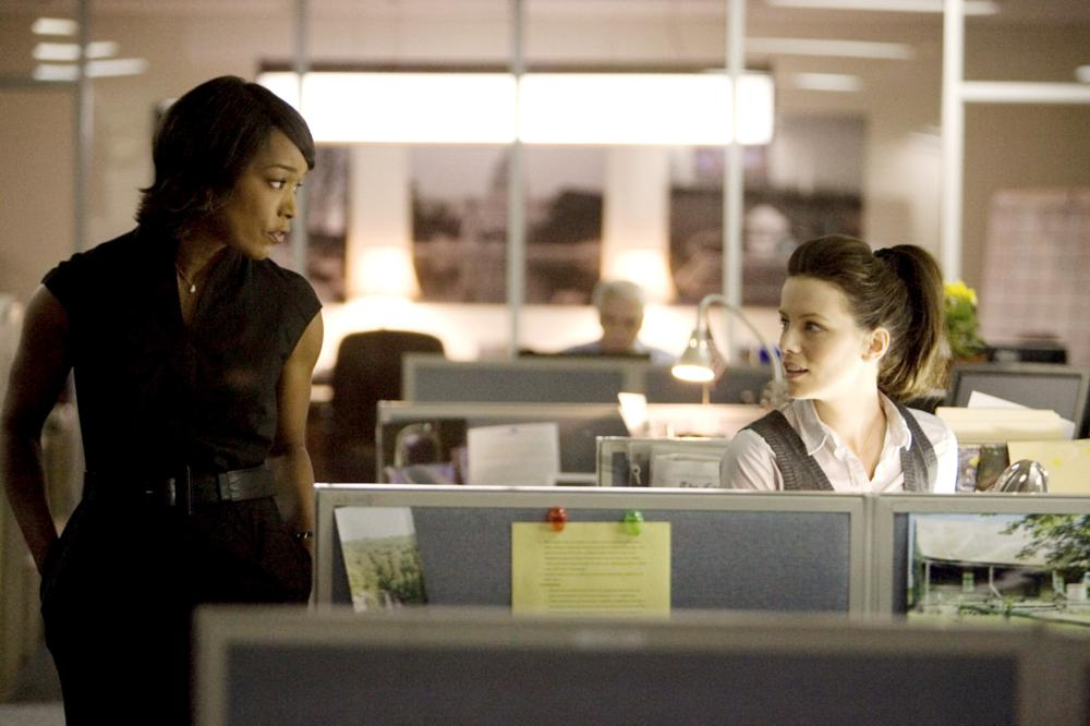 NOTHING BUT THE TRUTH, from left: Angela Bassett, Kate Beckinsale, 2008. ©Yari Film Group Releasing