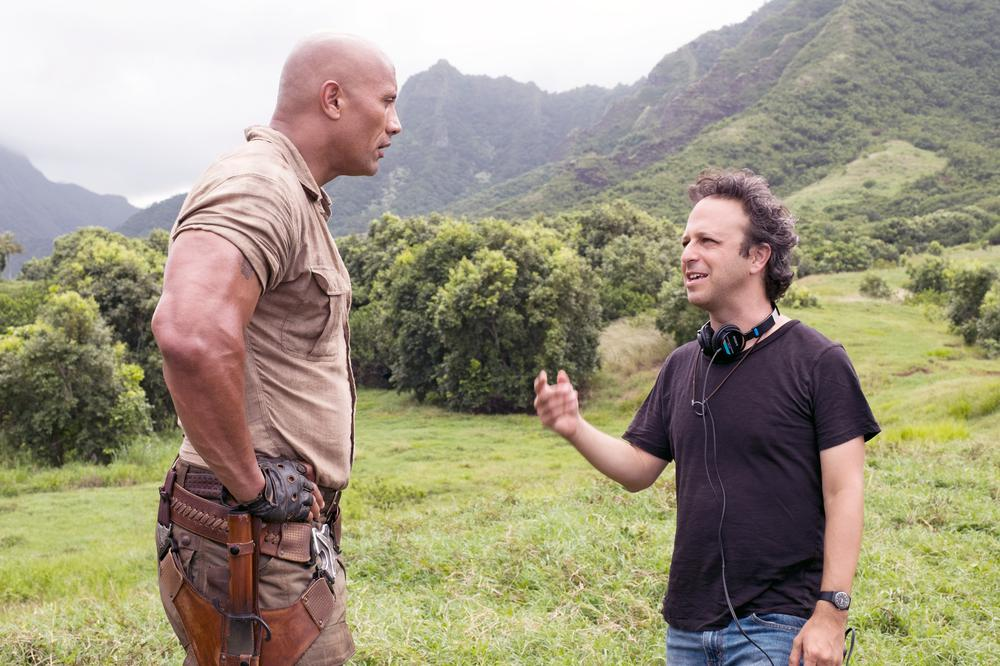 JUMANJI: WELCOME TO THE JUNGLE, (AKA JUMANJI), L-R: DWAYNE JOHNSON, DIRECTOR JAKE KASDAN ON SET, 2017. PH: FRANK MASI/© COLUMBIA PICTURES