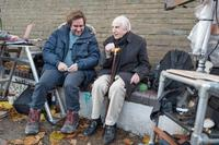 PADDINGTON 2, FROM LEFT: DIRECTOR PAUL KING, WRITER MICHAEL BOND, ON SET, 2017. PH: JAY MAIDMENT/© WARNER BROS.