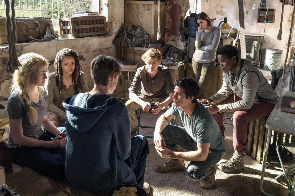 MAZE RUNNER: THE DEATH CURE, FROM LEFT, KATHERINE MCNAMARA, NATHALIE EMMANUEL, JACOB LOFLAND, THOMAS BRODIE-SANGSTER, DYLAN O BRIEN, ROSA SALAZAR, DEXTER DARDEN, 2018. PH: JOE ALBLAS. TM AND COPYRIGHT ©20TH CENTURY FOX FILM CORP. ALL RIGHTS RESERVED