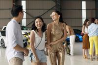 CRAZY RICH ASIANS, L-R: HENRY GOLDING, CONSTANCE WU, SONOYA MIZUNO, 2018. PH: SANJA BUCKO/© WARNER BROS. PICTURES