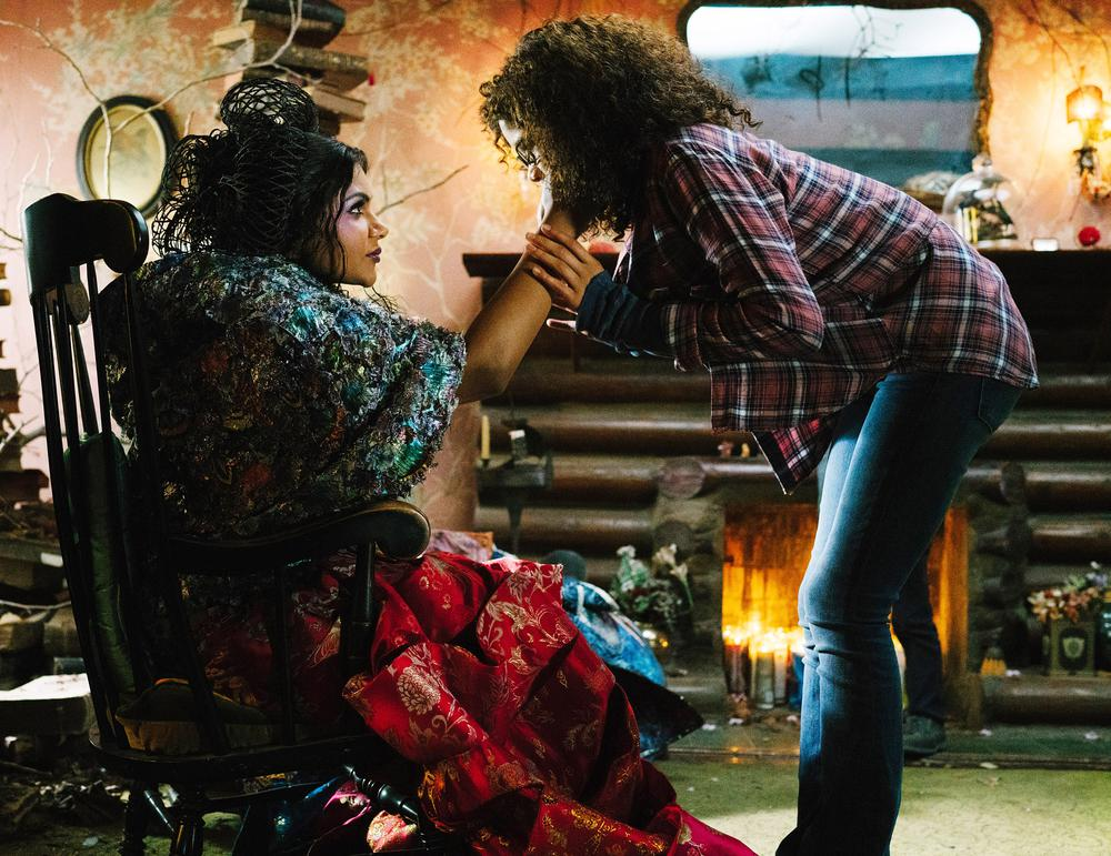 A WRINKLE IN TIME, FROM LEFT: MINDY KALING, STORM REID, 2018. PH: ATSUSHI NISHIJIMA/© WALT DISNEY STUDIOS MOTION PICTURES