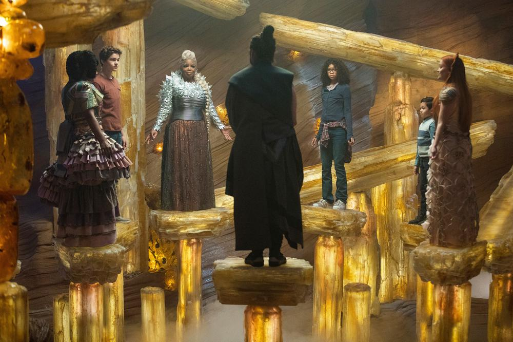 A WRINKLE IN TIME, FROM LEFT: MINDY KALING, LEVI MILLER, OPRAH WINFREY, ZACH GALIFIANAKIS, STORM REID, DERIC MCCABE, REESE WITHERSPOON, 2018. PH: ATSUSHI NISHIJIMA/© WALT DISNEY STUDIOS MOTION PICTURES
