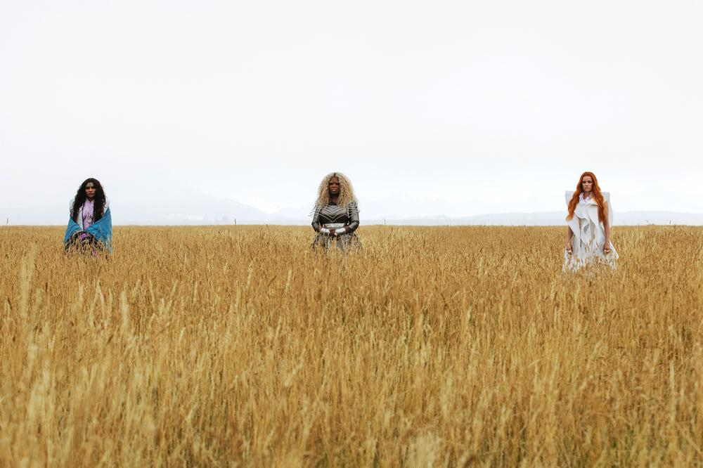 A WRINKLE IN TIME, FROM LEFT: MINDY KALING, OPRAH WINFREY, REESE WITHERSPOON, 2018. PH: ATSUSHI NISHIJIMA/© WALT DISNEY STUDIOS MOTION PICTURES