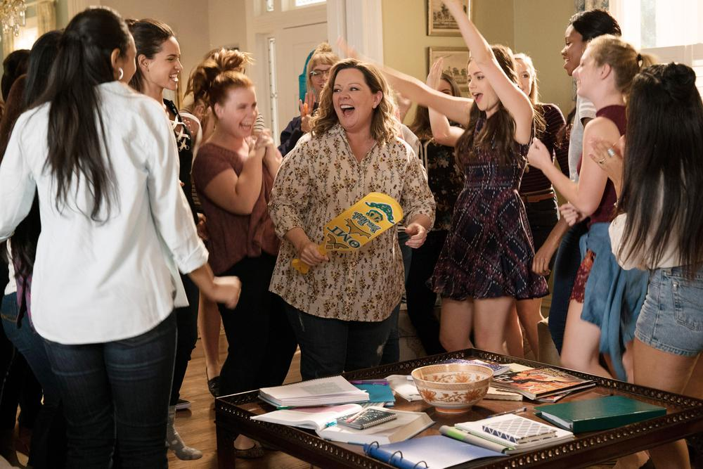 LIFE OF THE PARTY, CENTER L-R: ADRIA ARJONA, MELISSA MCCARTHY, JESSIE ENNIS, MOLLY GORDON, 2018. PH: HOPPER STONE/© WARNER BROS.