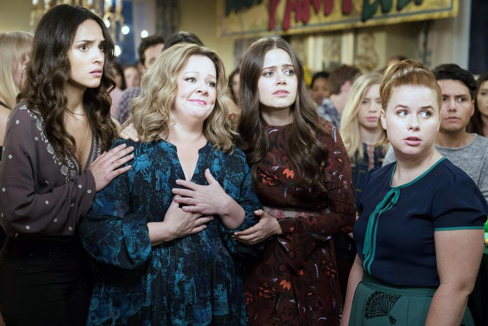 LIFE OF THE PARTY, FROM LEFT: ADRIA ARJONA, MELISSA MCCARTHY, MOLLY GORDON, JESSIE ENNIS, 2018. PH: HOPPER STONE/© WARNER BROS.