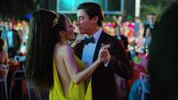 CRAZY RICH ASIANS, FROM LEFT: FIONA XIE, REMY HII, 2018./© WARNER BROS. PICTURES