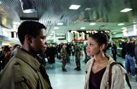 THE MANCHURIAN CANDIDATE, Denzel Washington, Kimberly Elise, 2004, (c) Paramount
