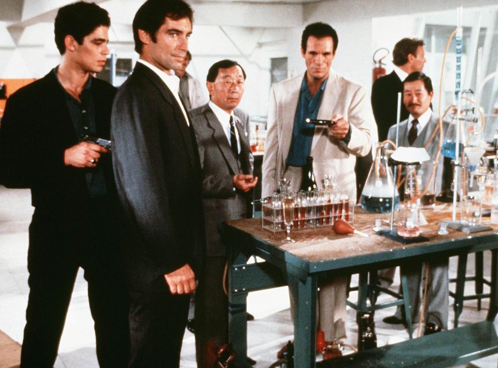LICENCE TO KILL, Benicio Del Toro, Timothy Dalton, Robert Davi, 1989. (c) United Artists.