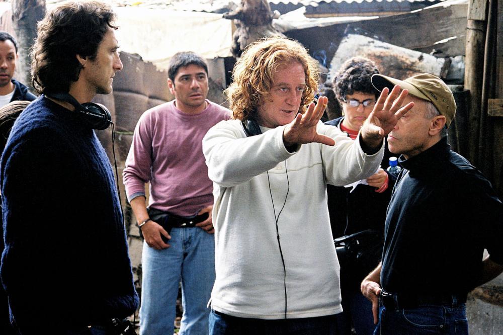 INNOCENT VOICES, (aka VOCES INNOCENTES), producer Lawrence Bender, director Luis Mandoki on set, 2004