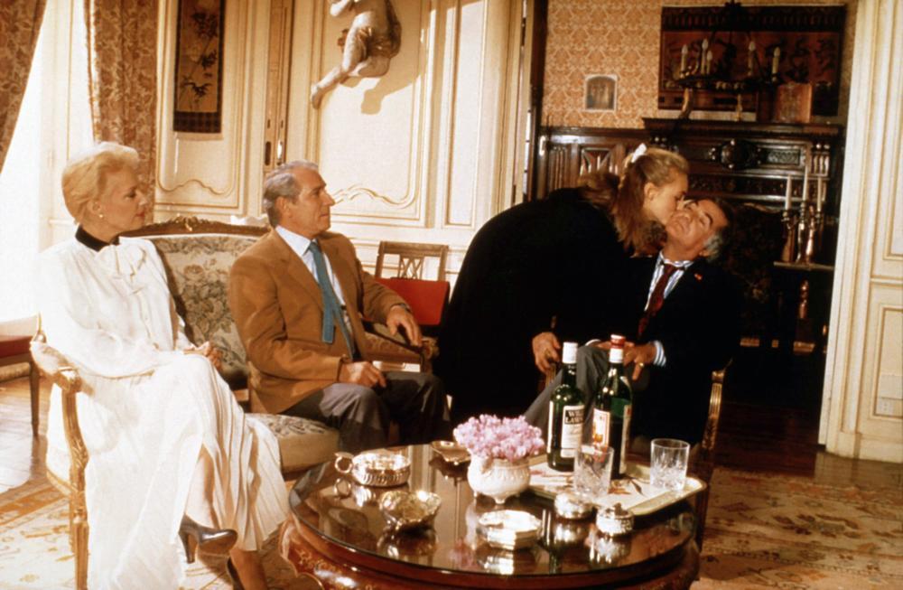 INSPECTEUR LAVARDIN, from left: Bernadette Lafont, Jean Poiret, Hermine Clair, Jean-Claude Brialy, 1986. ©MK2 Diffusion