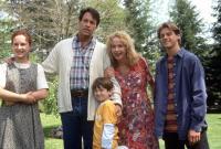 HOMEWARD BOUND II: LOST IN SAN FRANCISCO, from left: Veronica Lauren, Robert Hays, Kevin Chevalia, Kim Greist, Benji Thall, 1996, © Buena Vista