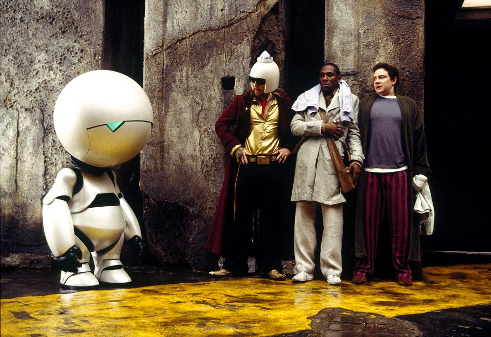 THE HITCHHIKER'S GUIDE TO THE GALAXY, Warwick Davis as Marvin the Paranoid Android, Sam Rockwell, Mos Def, Martin Freeman, 2005, (c) Touchstone
