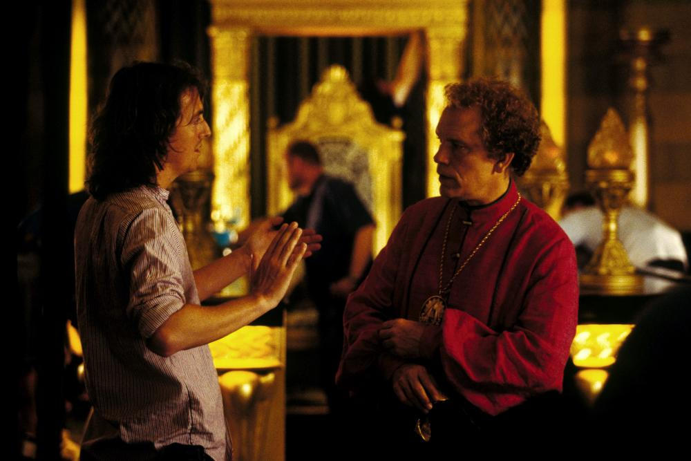THE HITCHHIKER'S GUIDE TO THE GALAXY, director Garth Jennings, John Malkovich on set, 2005, (c) Touchstone