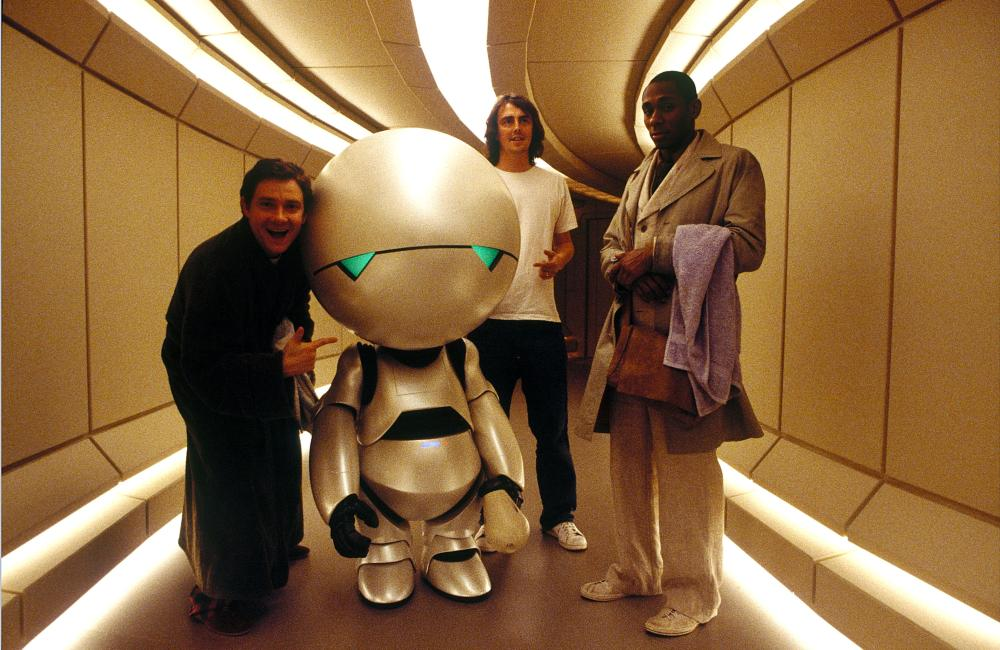 THE HITCHHIKER'S GUIDE TO THE GALAXY, Martin Freeman, Marvin the Paranoid Android, director Garth Jennings, Mos Def on set, 2005, (c) Touchstone