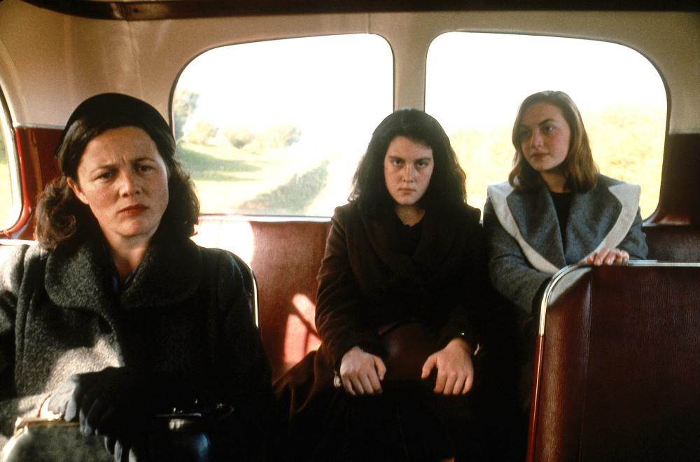 HEAVENLY CREATURES, Sarah Peirse, Melanie Lynskey, Kate Winslet, 1994, (c) Miramax