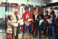 HERO AT LARGE, Harry Bellaver (second left), John Ritter, 1980, (c) MGM