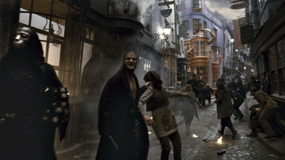 HARRY POTTER AND THE HALF-BLOOD PRINCE, Dave Legeno, 2009. ©Warner Bros.