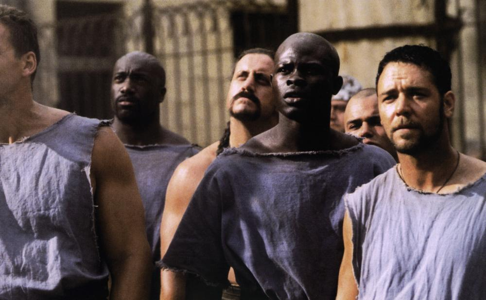 GLADIATOR, Djimon Hounsou (right of center), Russell Crowe (right), 2000. ©DreamWorks