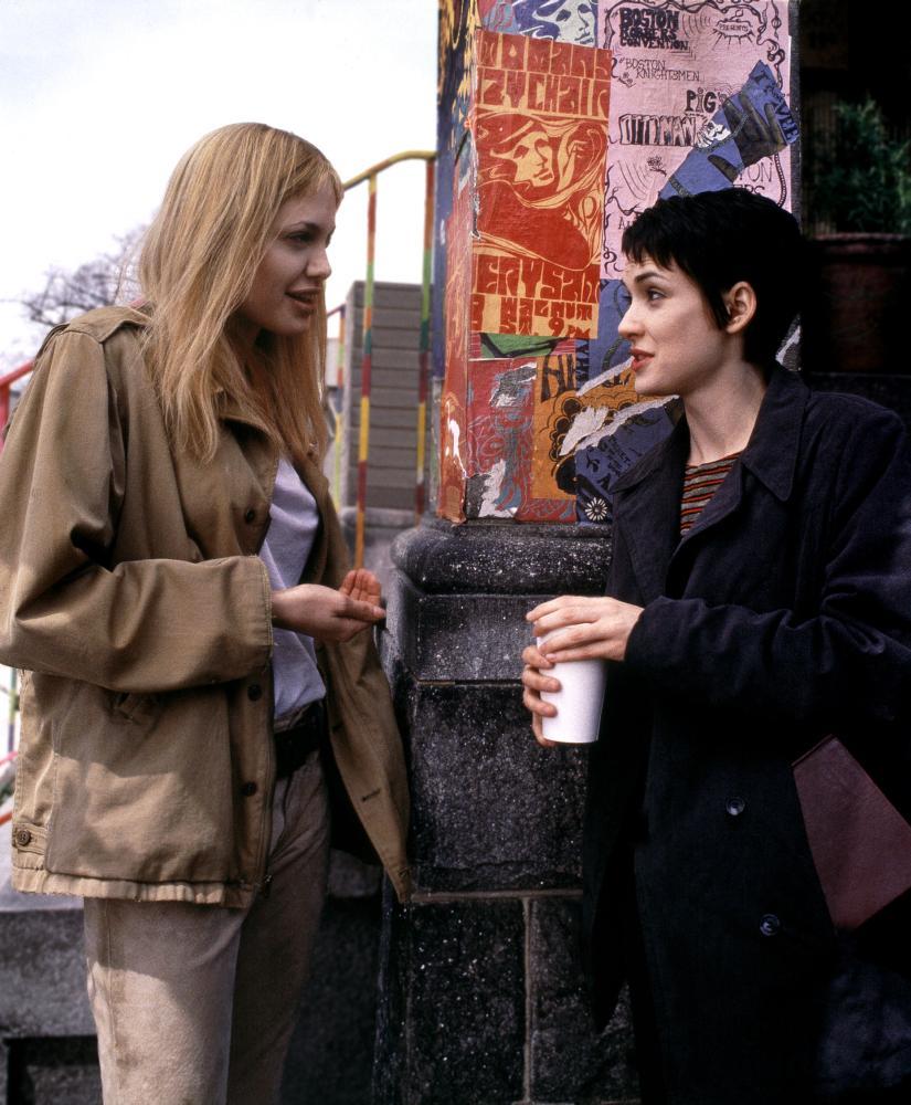 GIRL INTERRUPTED, Angelina Jolie, Winona Ryder on the set, 1999, (c) Columbia