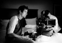 GERMANY 09: 13 SHORT FILMS ABOUT THE STATE OF THE NATION, (aka DEUTSCHLAND 09 - 13 KURZE FILME ZUR LAGE DER NATION), writer/director Tom Tykwer, on set, segment 'Feierlich Travels' aka 'Feierlich reist', directed by Tom Tykwer, 2009. ©Piffl Medien