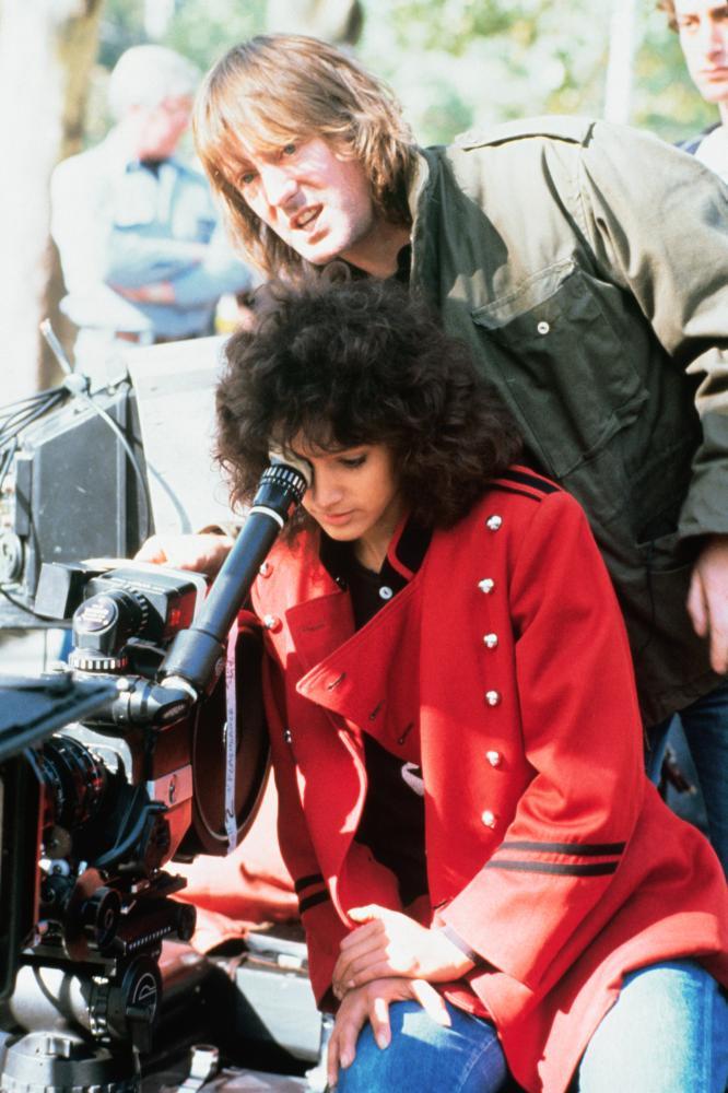 FLASHDANCE, Jennifer Beals, director Adrian Lyne on set, 1983, (c) Paramount