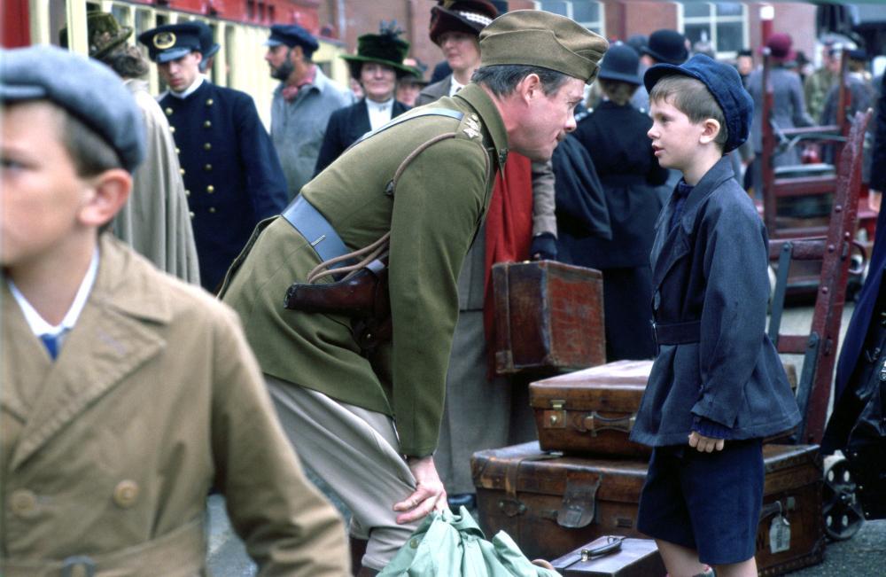 FIVE CHILDREN AND IT, Alex Jennings, Freddie Highmore, 2004