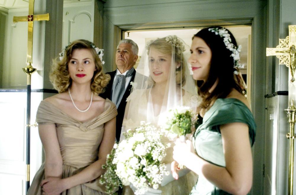 EVENING, Sarah Viccellio, Barry Bostwick, Mamie Gummer, Claire Danes, 2007. ©Focus Features