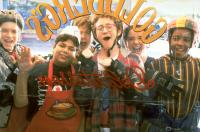 D2: THE MIGHTY DUCKS, from left: Garette Ratliff Henson, Shaun Weiss, Joshua Jackson, Matt Doherty, Marguerite Moreau, Brandon Adams, 1994, ©Buena Vista Pictures