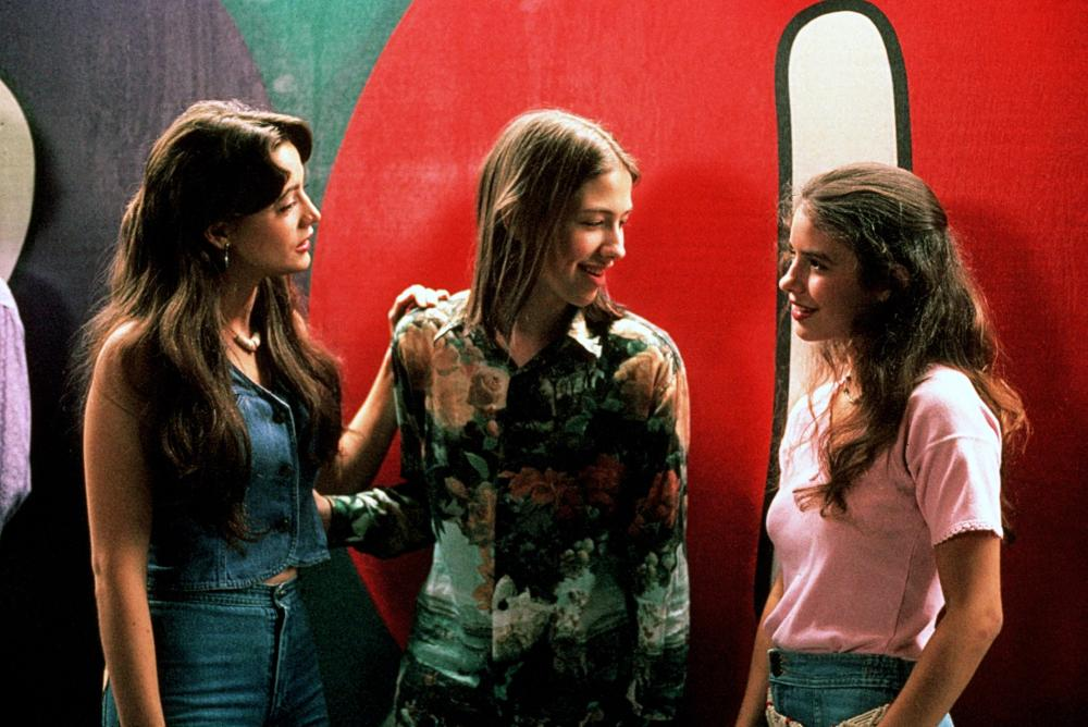 DAZED AND CONFUSED,  Michelle Burke, Wiley Wiggins, Christin Hinojosa, 1993. (c) Gramercy Pictures