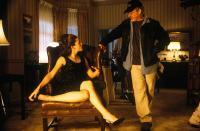 CATCH ME IF YOU CAN, Jennifer Garner, director Steven Spielberg on the set, 2002, (c) DreamWorks