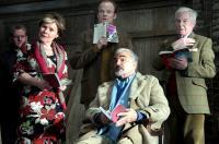 A BUNCH OF AMATEURS, Imelda Staunton (front left), Burt Reynolds (sitting), Derek Jacobi (right), 2008. Ph: Kerry Brown