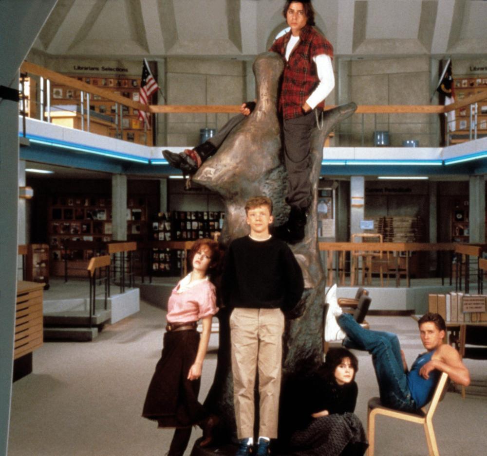 THE BREAKFAST CLUB, bottom from left: Molly ringwald, Anthony Michael Hall, Ally Sheedy, Emilio Estevez, Judd Nelson (top), 1985, © Universal