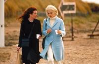 BEAUTIFUL CREATURES, from left: Susan Lynch, Rachel Weisz, 2000. ©Universal