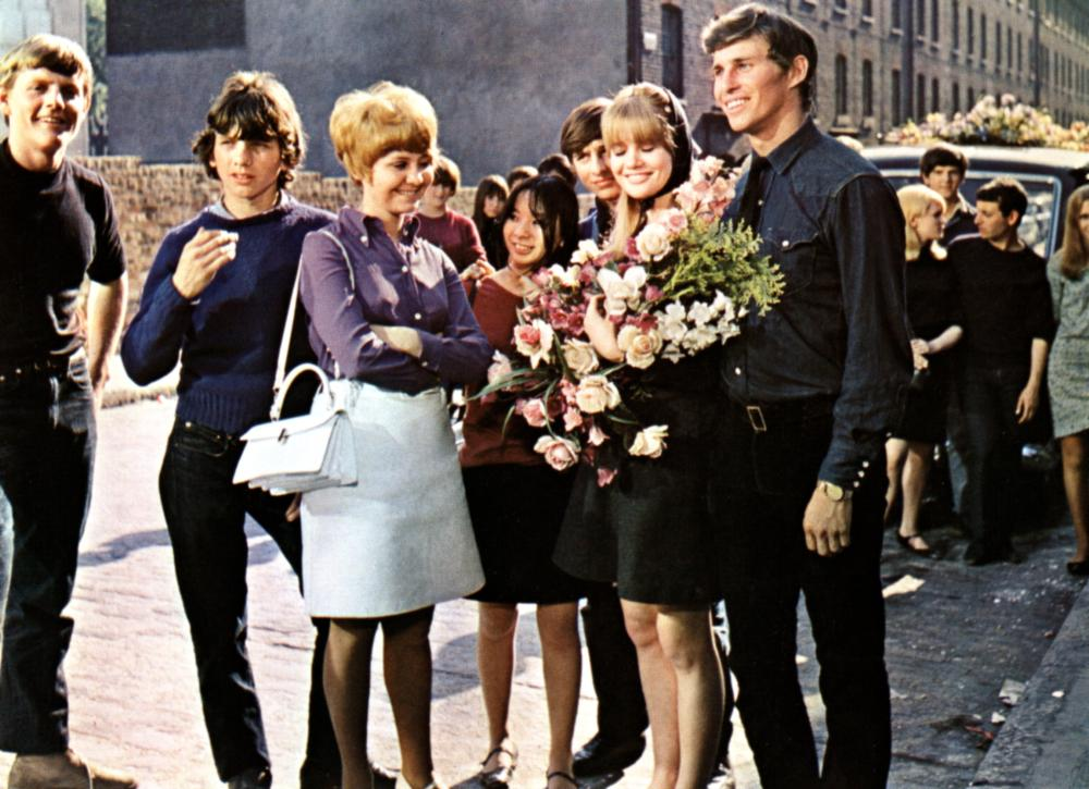 TO SIR WITH LOVE, Gareth Robinson (2nd from l.), Lulu, Lynn Sue Moon, Judy Geeson, Christian Roberts, 1967