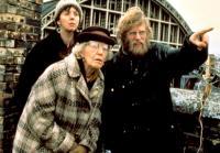 HIGH HOPES, Ruth Sheen, Edna Dore, Philip Davis, 1988